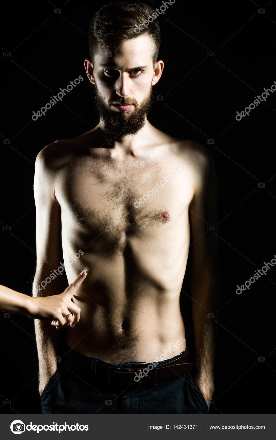 photo corps nu visage sur fond noir hot tchat
