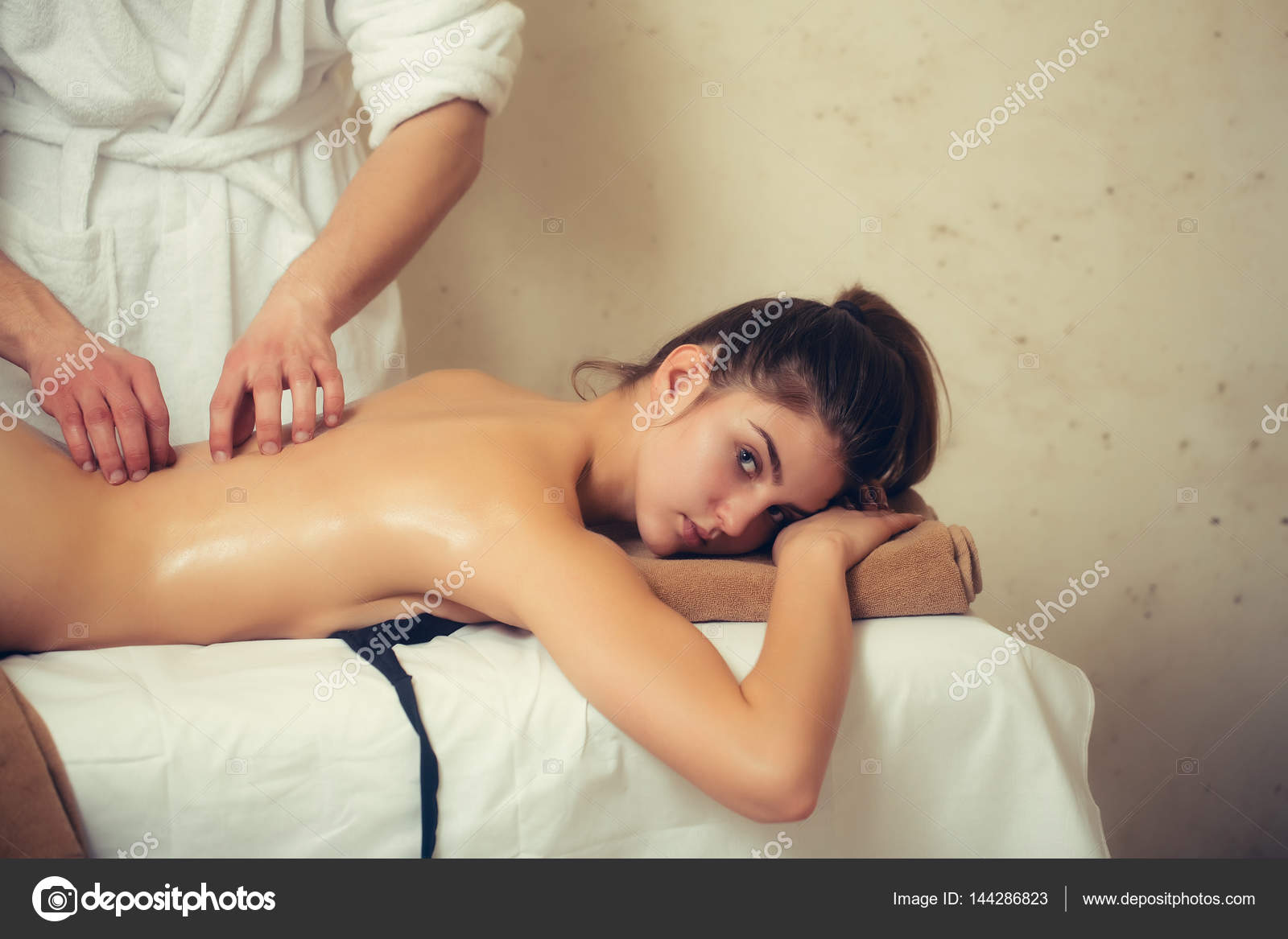 How to sexually massage a woman