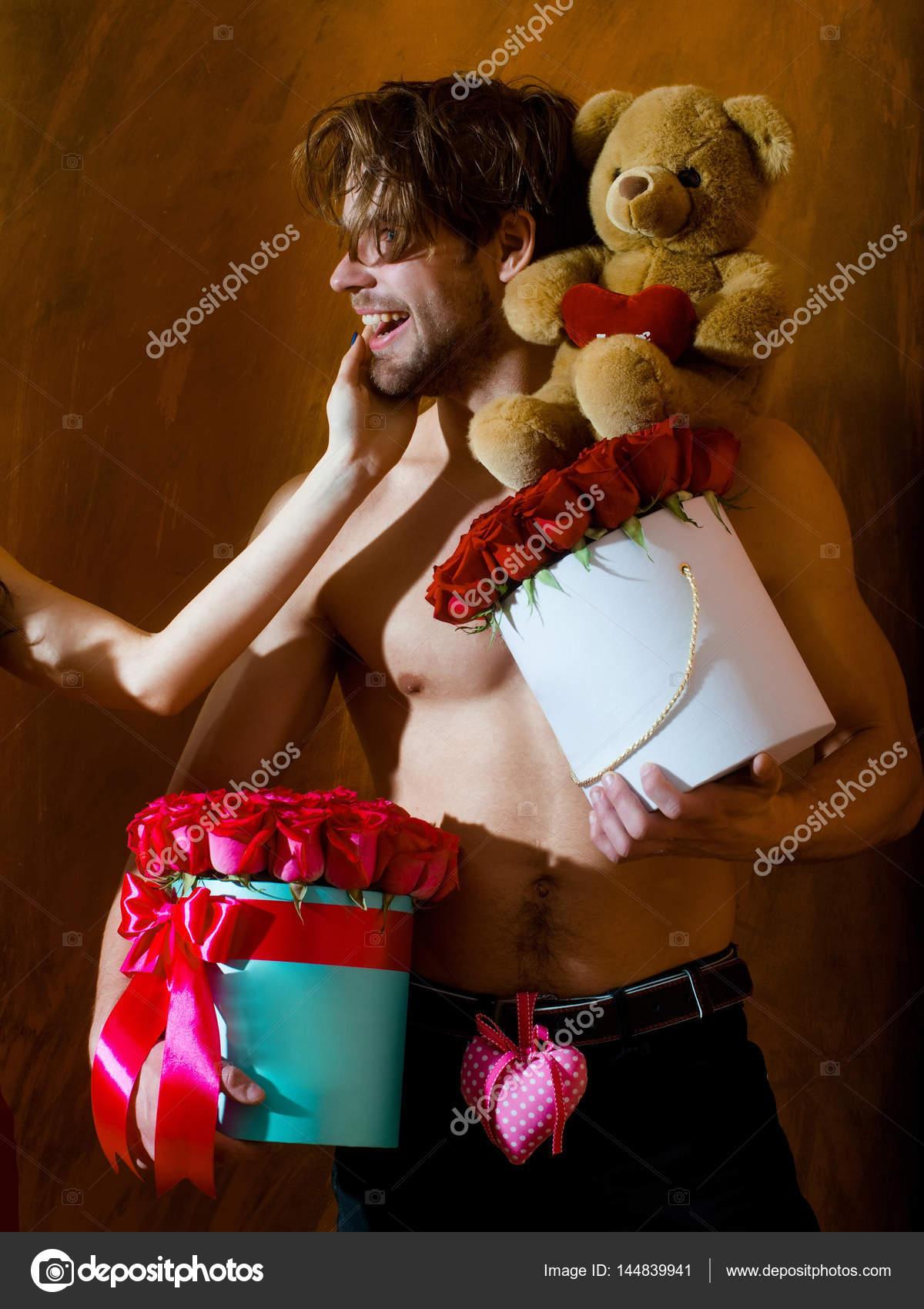 Feliz cumpleaños, Pepa!!! Depositphotos_144839941-stock-photo-bearded-muscular-man-with-sexy