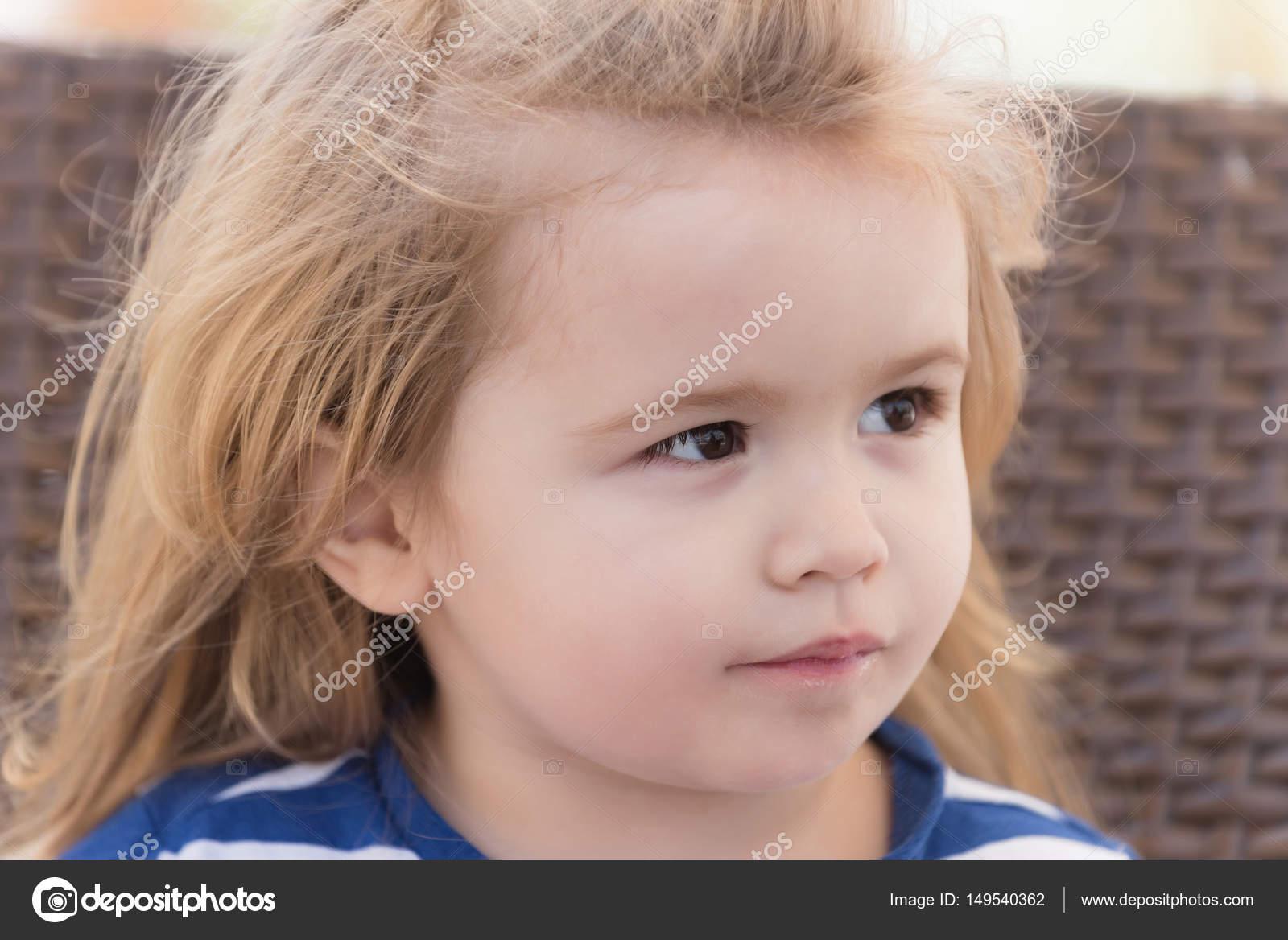 Baby blonde haare braune augen
