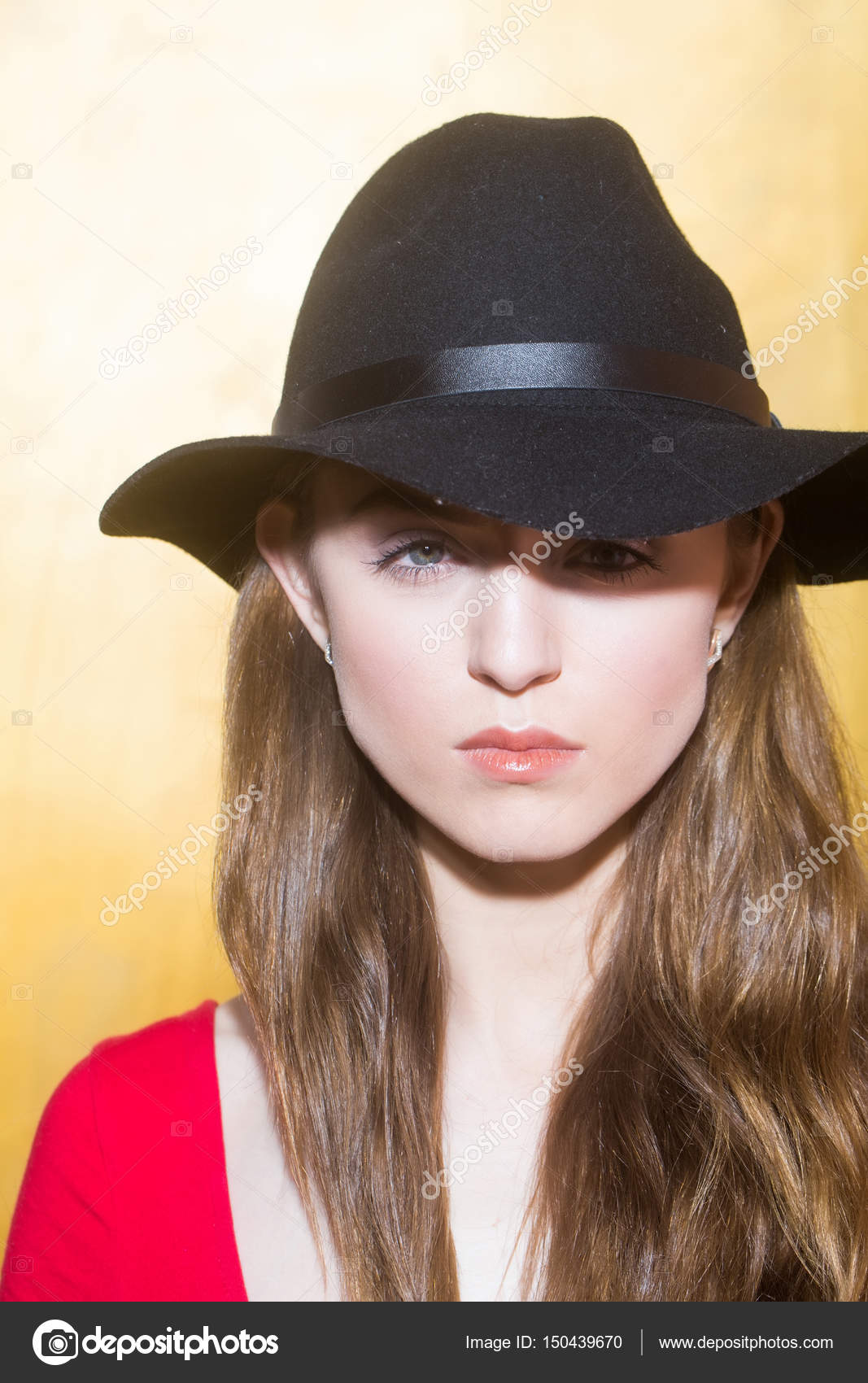 Pretty girl wearing stylish black hat — Stock Photo © Tverdohlib.com ... 840b25c7890