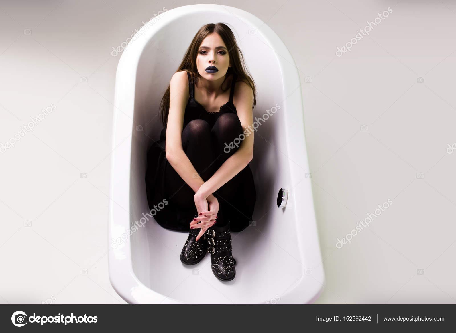 Ног в ванной : фото и фотки девушка в ванне, скачать картинка