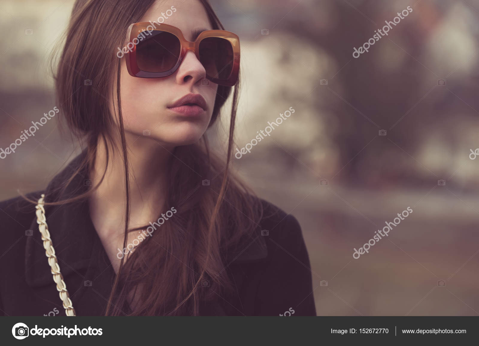 4d5e481822 Όμορφο κορίτσι στη μοντέρνα