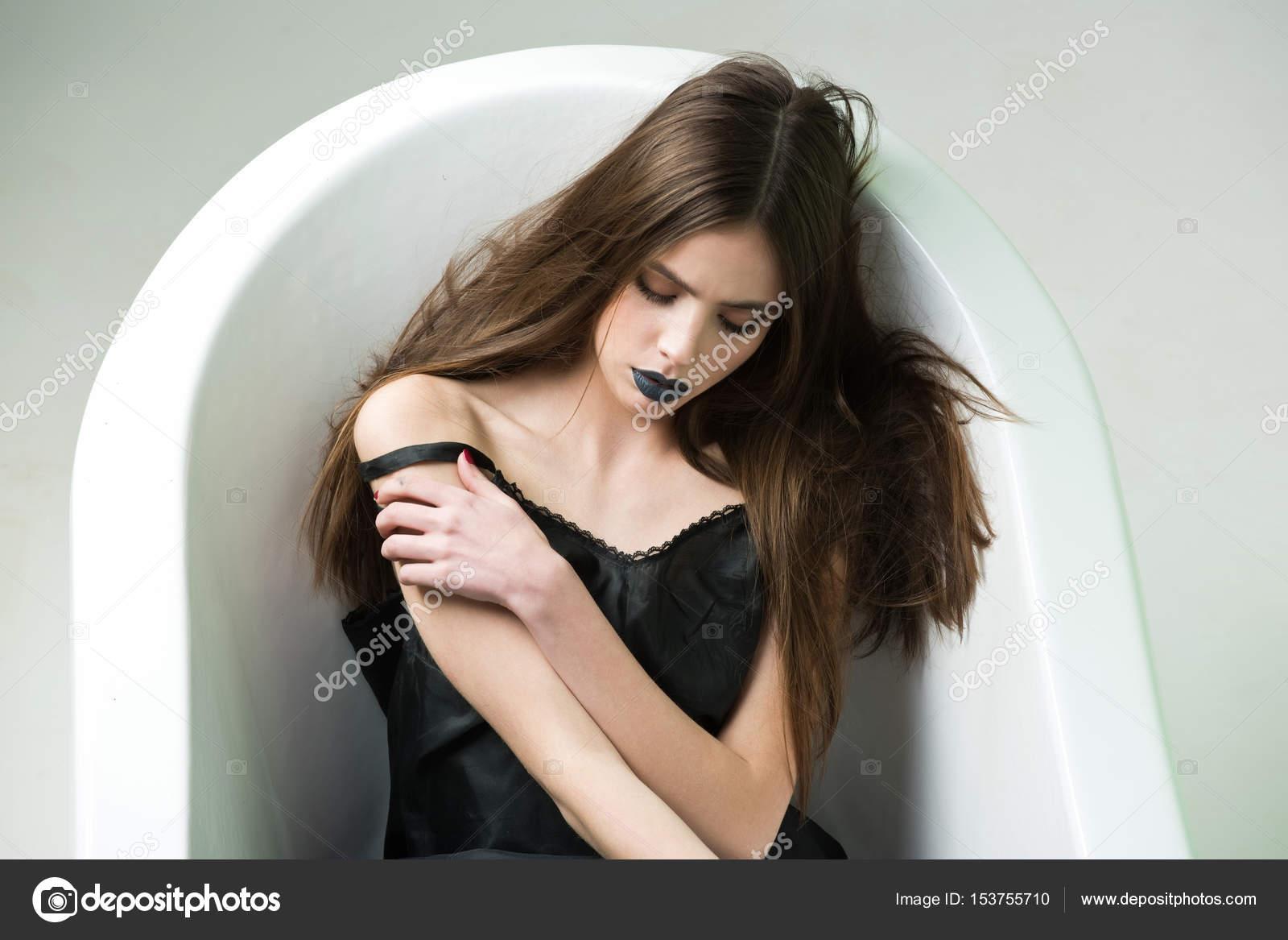 Fille cheveux long noir