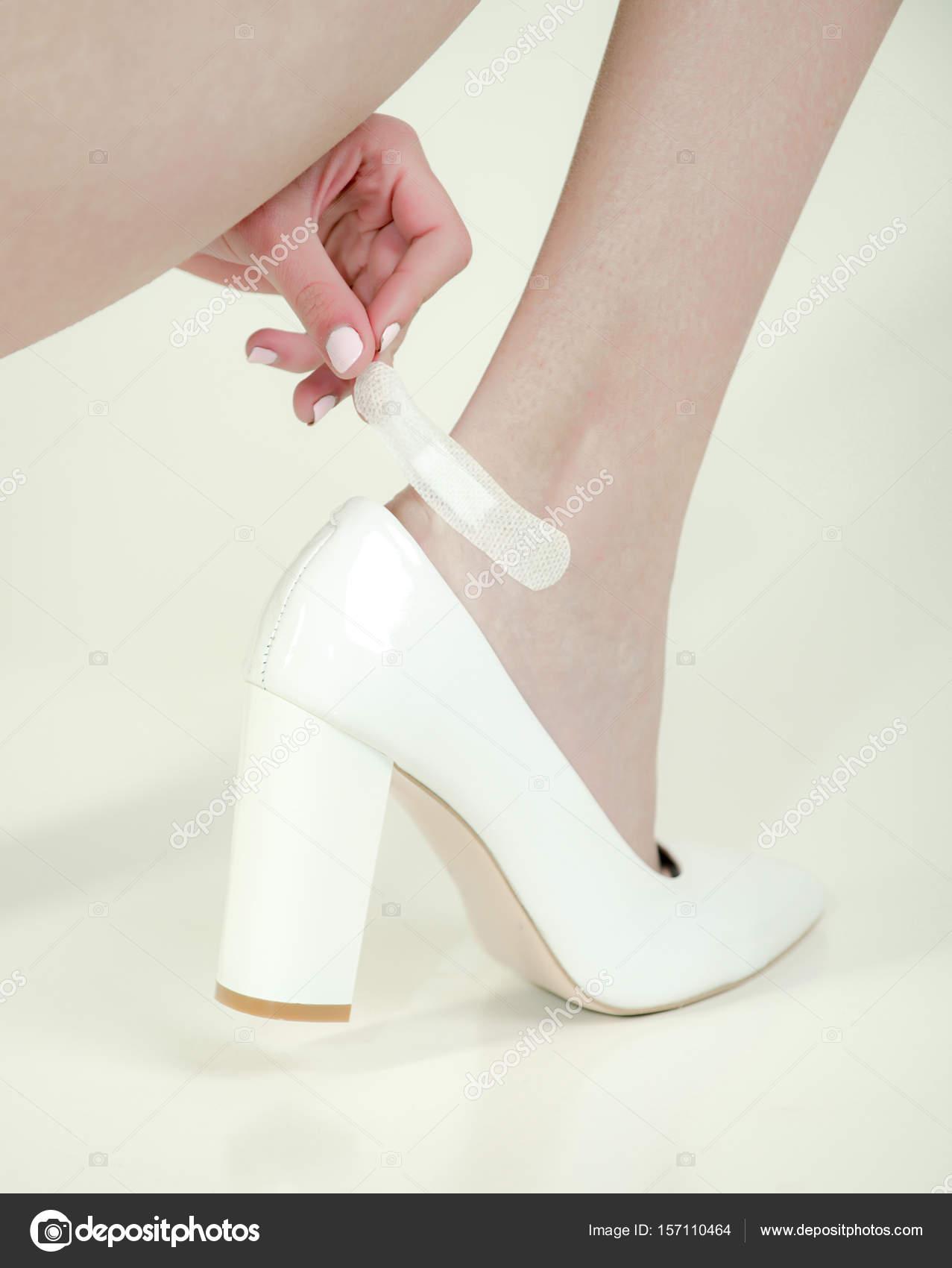 Stockfoto Schuhe Mit In Bein Pflaster Mädchen Wunde Modische Am — wkiuOZTPX