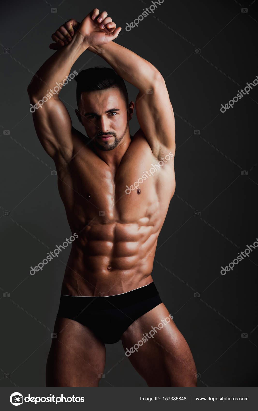 caa67e9a15 Hombre con cuerpo musculoso en pantalones ropa interior — Foto de Stock