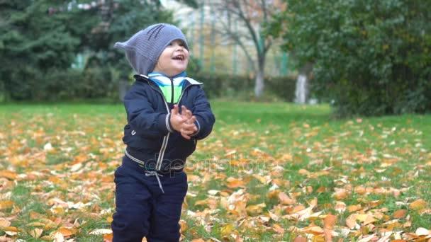 прыщики на ножке у ребенка 10 мес фото