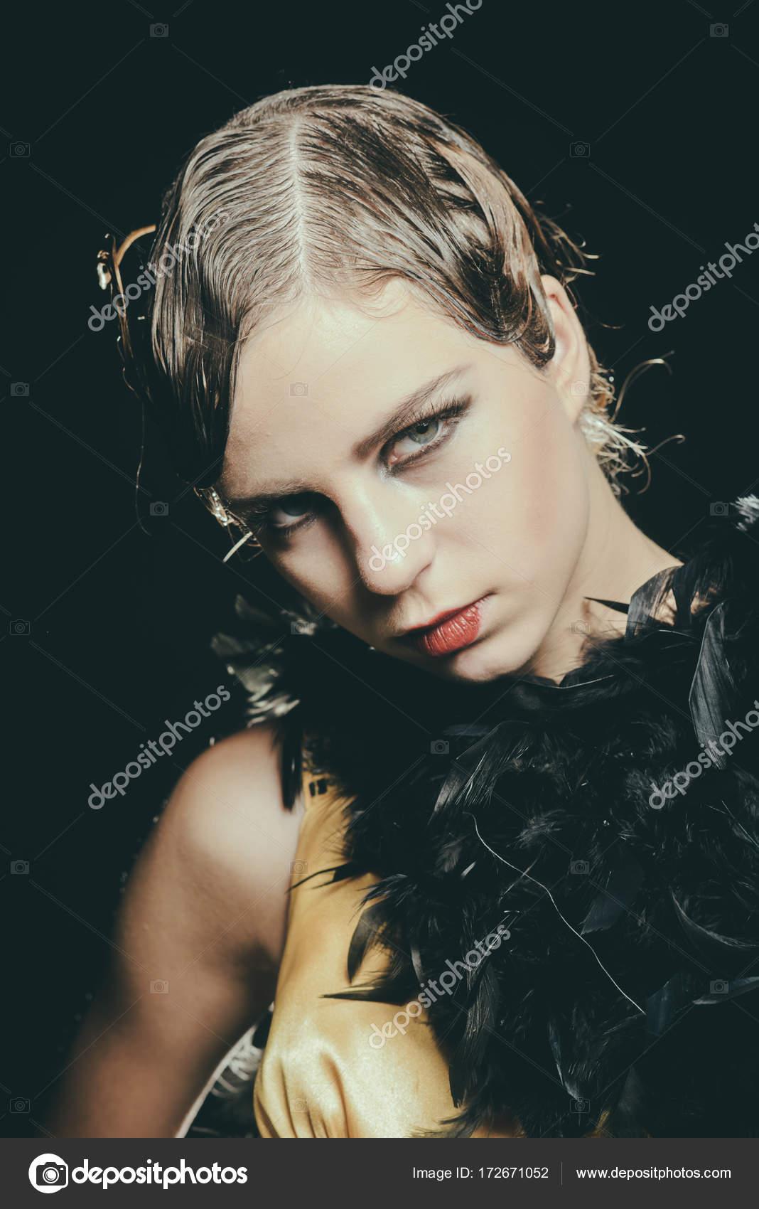 Maquillaje De Mujeres Golpeadas Mujer Con Maquillaje Y Peinado