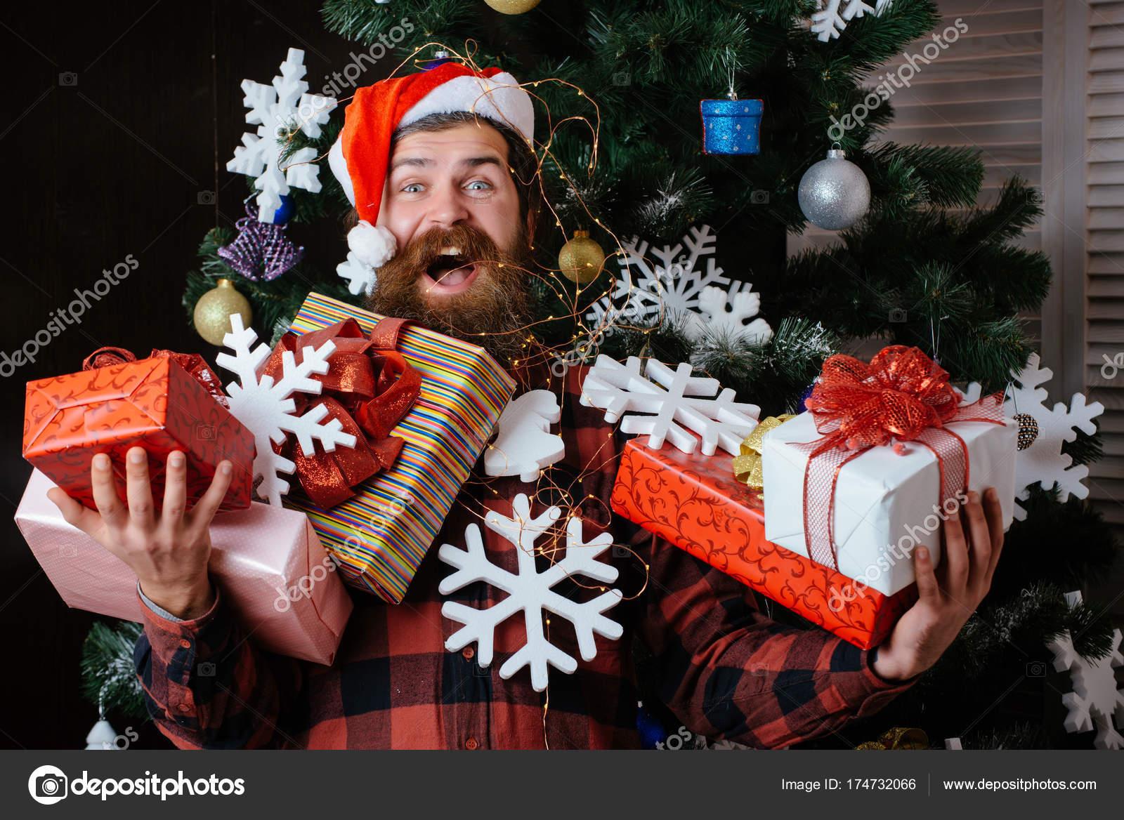 Kerst Man Met Baard Op Gelukkig Gezicht Houden Cadeau