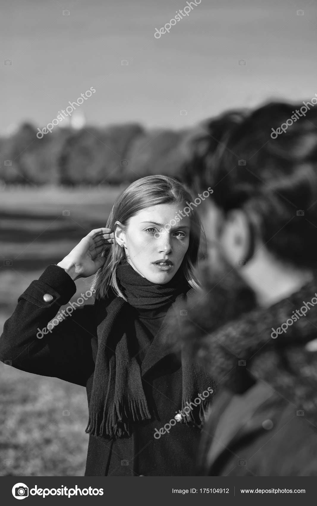 Hübsches Mädchen Spricht Man Stockfoto Tverdohlibcom 175104912