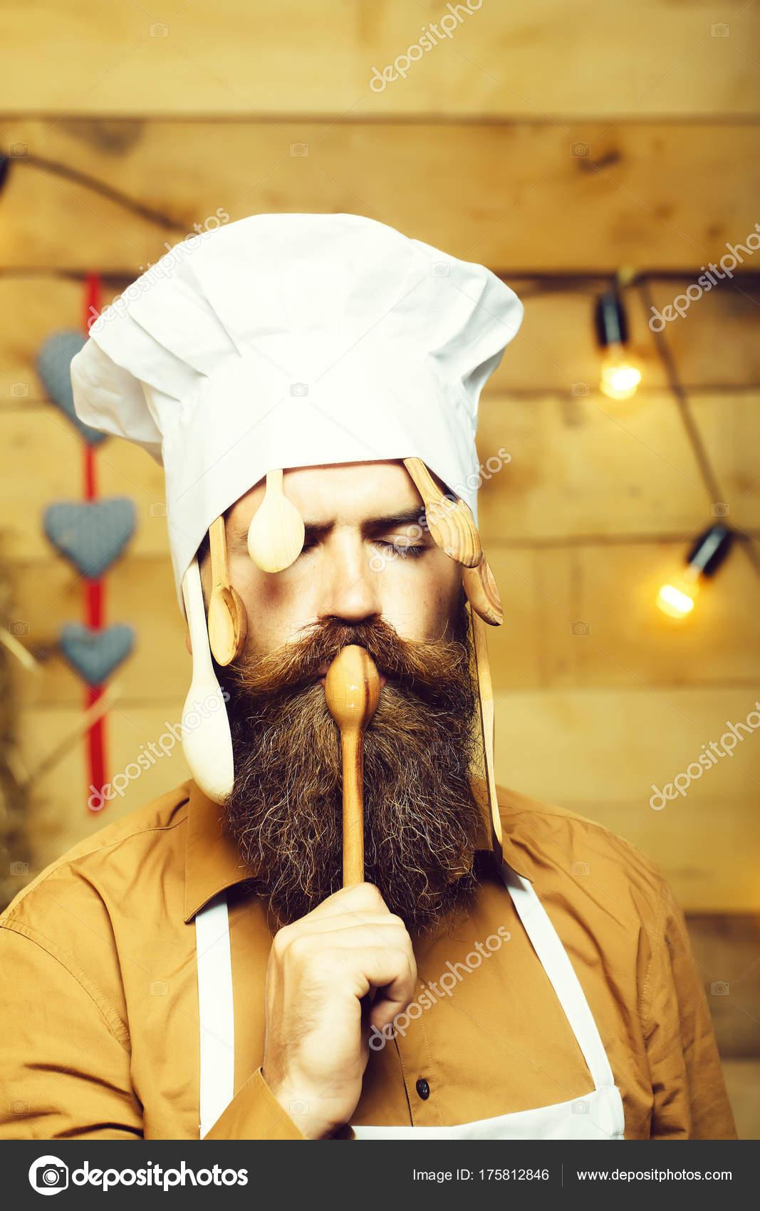 Chef koch mit kochl ffel stockfoto for Koch mit bart