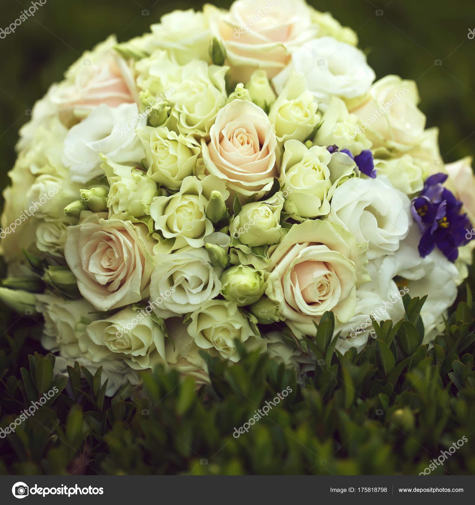 Hochzeitsstrauss Im Freien Stockfoto C Tverdohlib Com 175818798