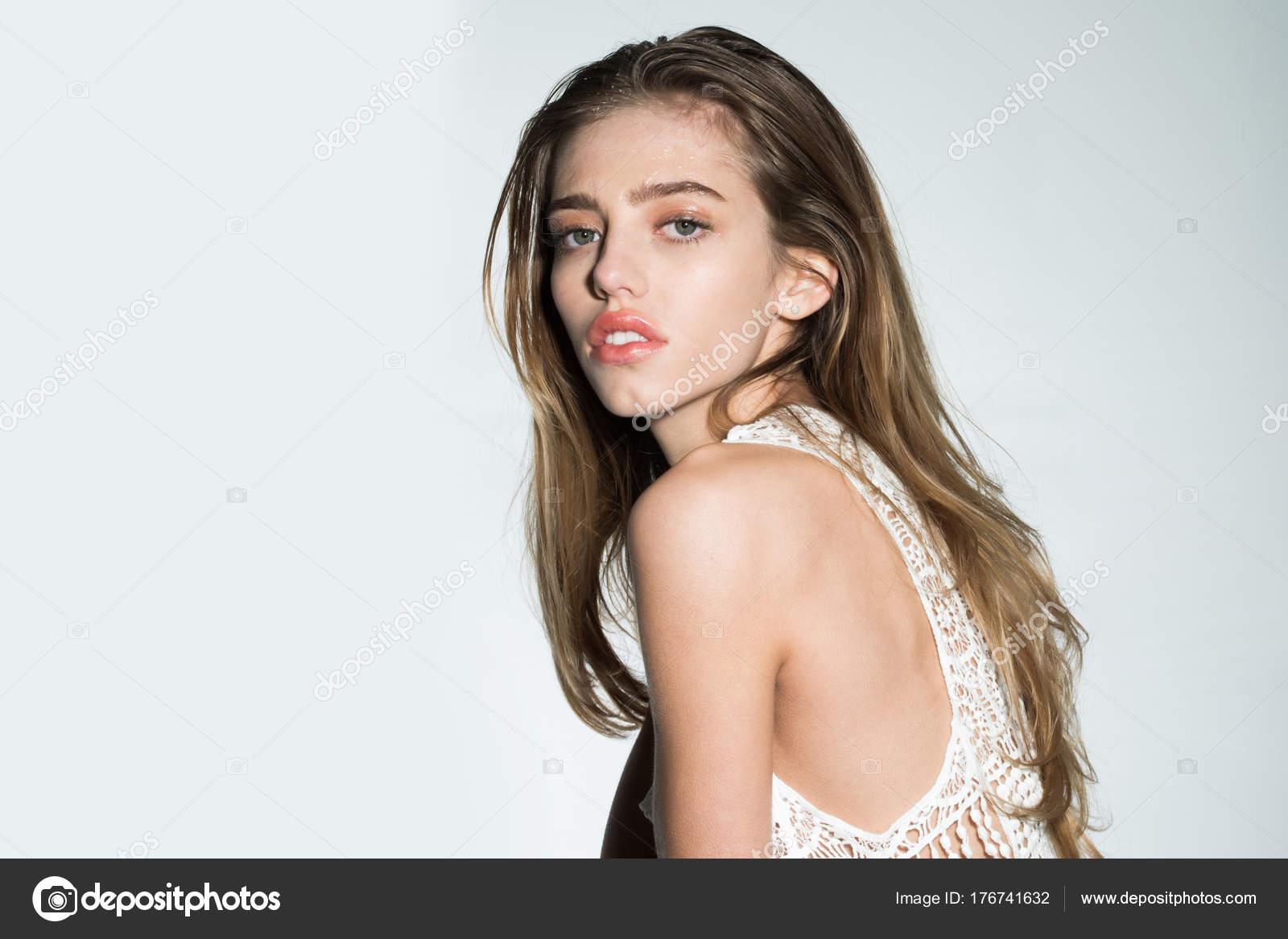 Мокрая одежда от оргазма, сочные дырочки молодой жены фото