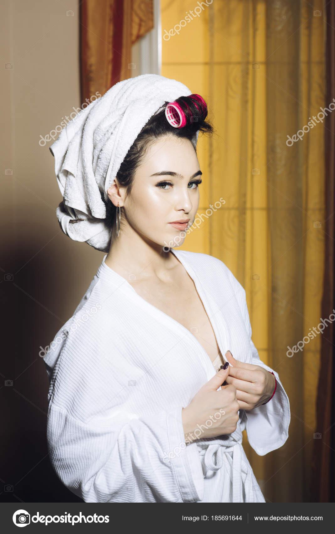 Girl bathrobe flash nude can not