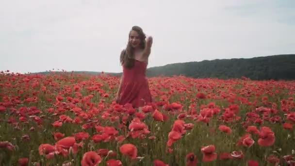 Рыжие девушки в маковом поле