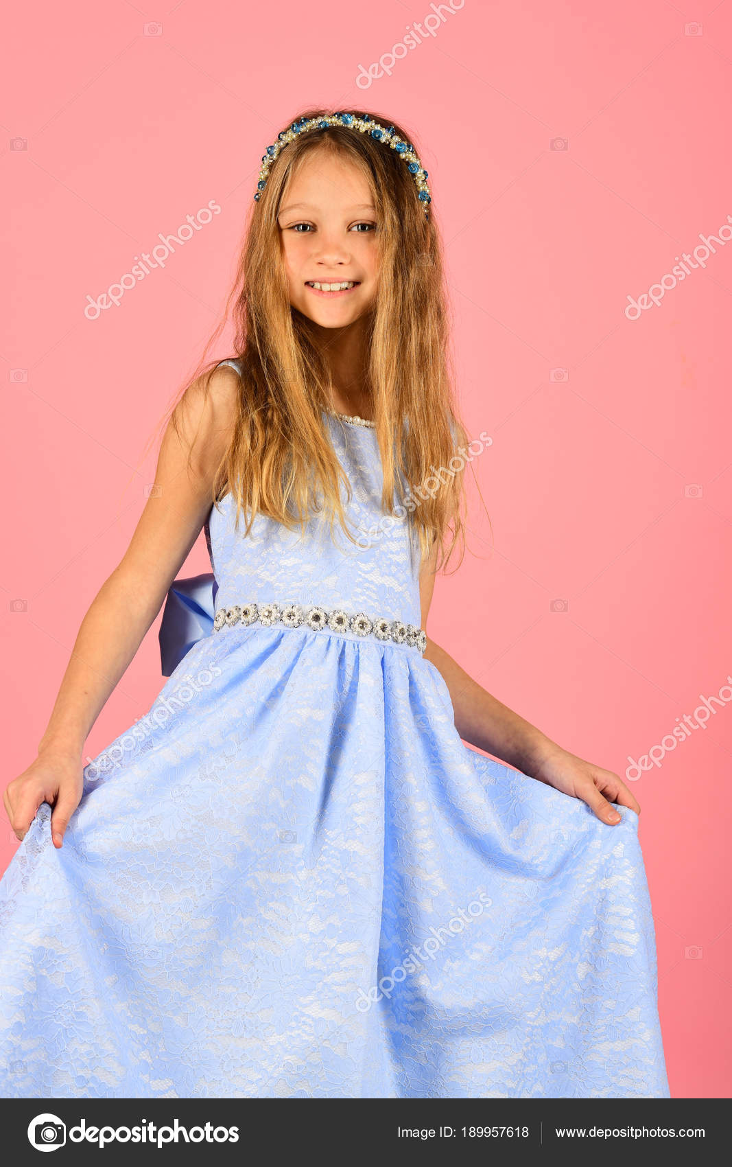 Kind Mädchen im stilvollen Glanz Kleid, Eleganz. Kind in Prom Kleid ...