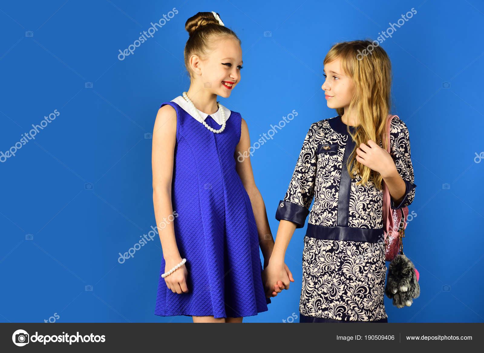 Kinder Mädchen Kleid, Familie und Schwestern. Freundschaft, Look ...