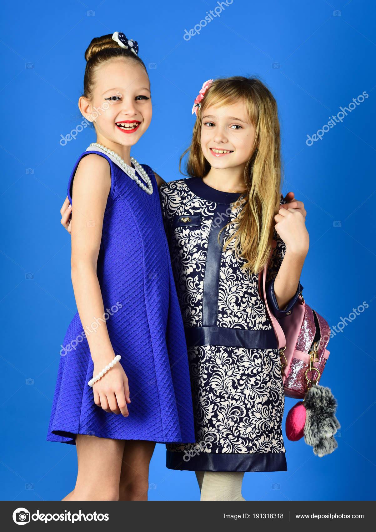 Kleine Mädchen in modische Kleidung, Prom. Familie Mode Modell ...