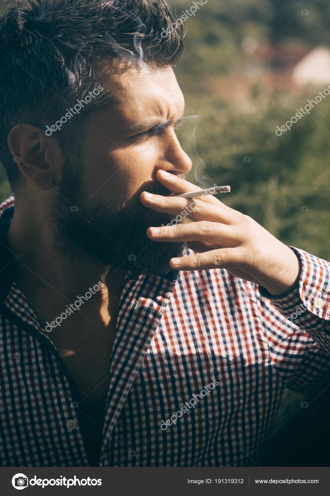 brunetky dávat kouření