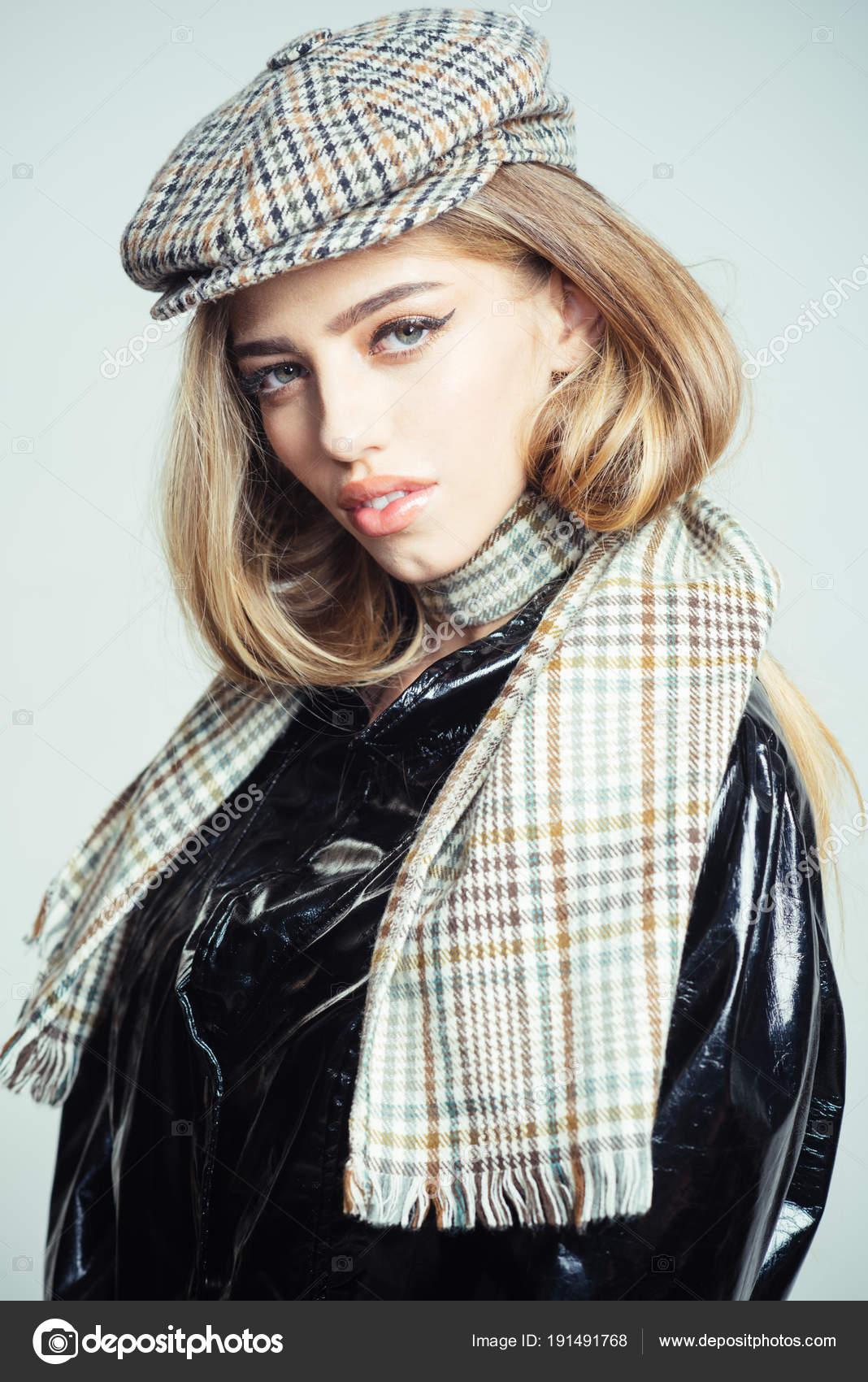 710cde6def0 Girl Long Hair Make Wears Black Cloak Plaid Kepi Scarf — Stock Photo ...
