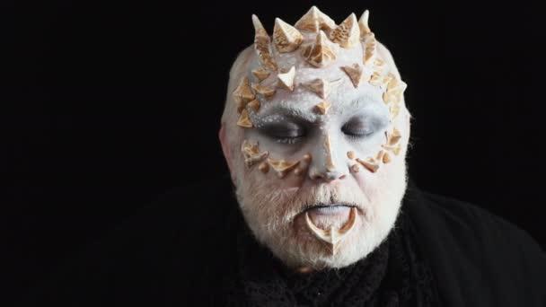 zdjęcia białego potwora