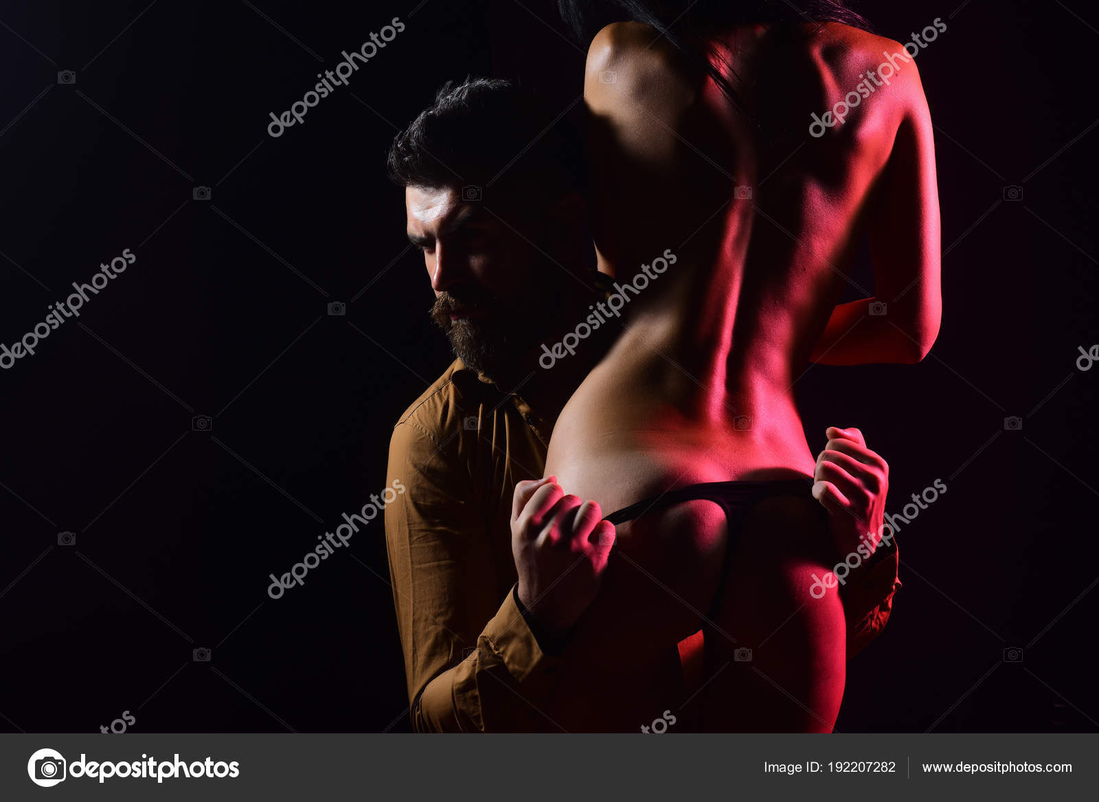 preliminaire feminin fille nue massage