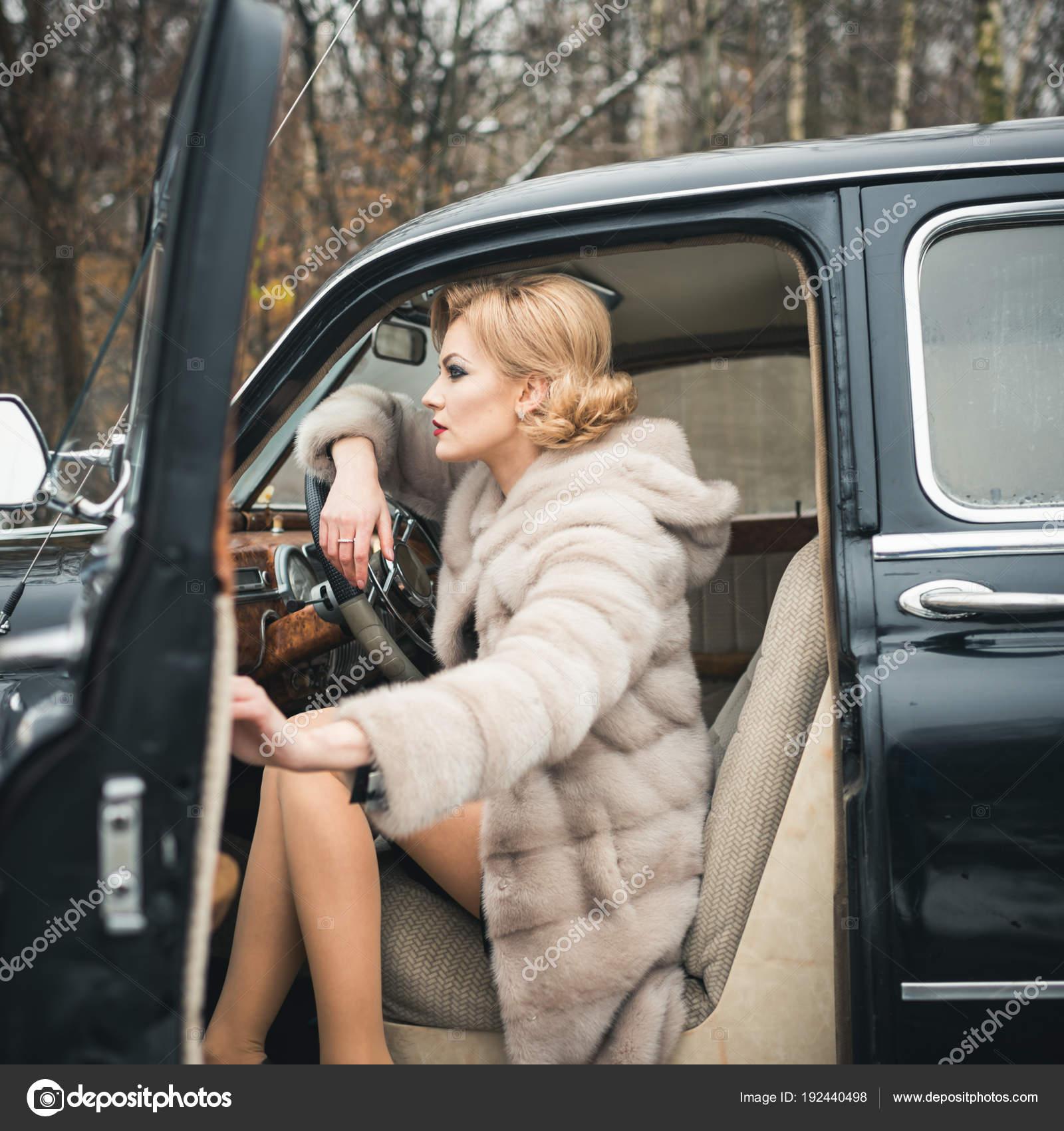 Fur coat and young escort   Erotic foto)