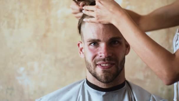 Videos de corte de cabello en hombres