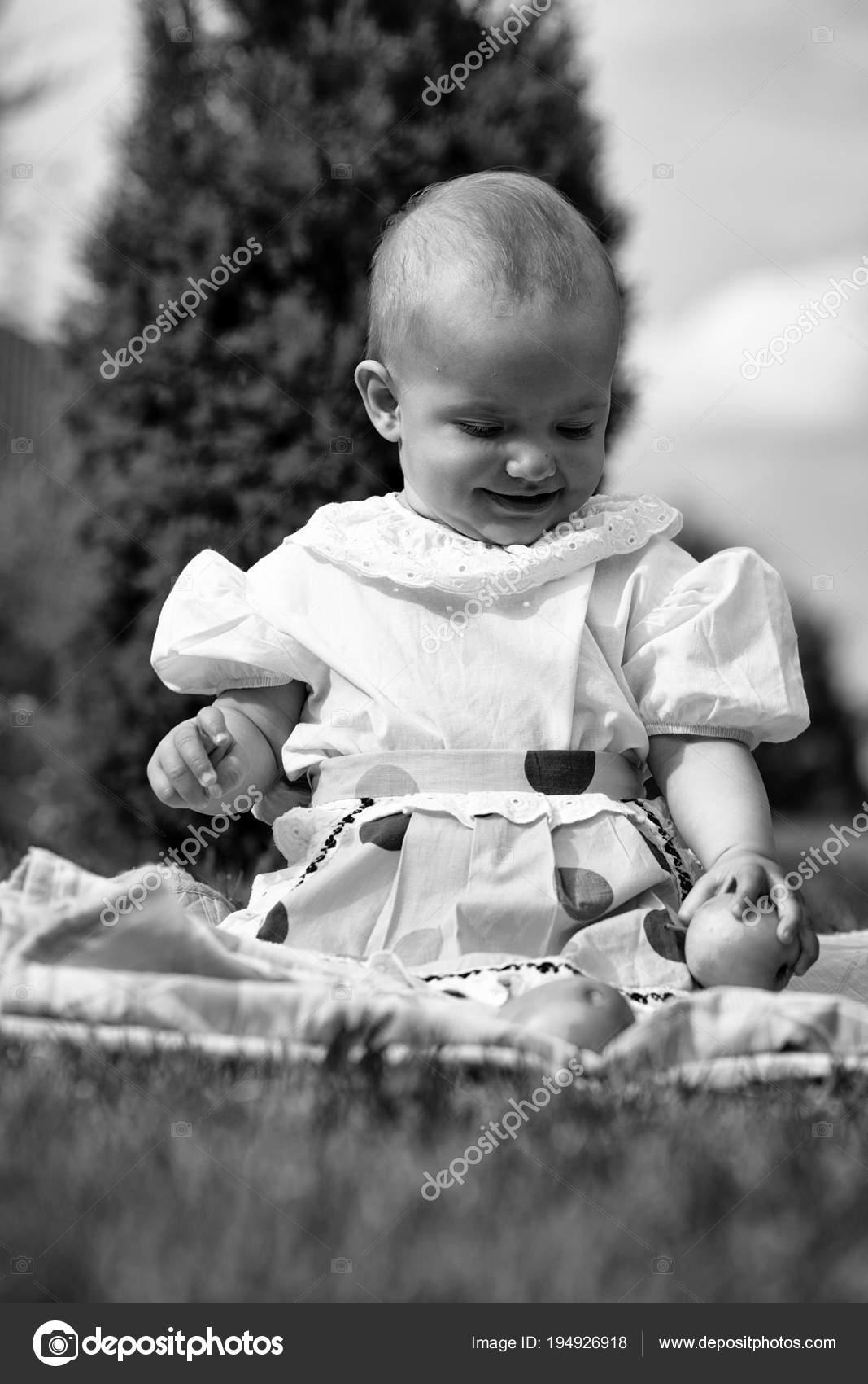 56ef1eab465d Baby girl on picnic — Stock Photo © Tverdohlib.com  194926918