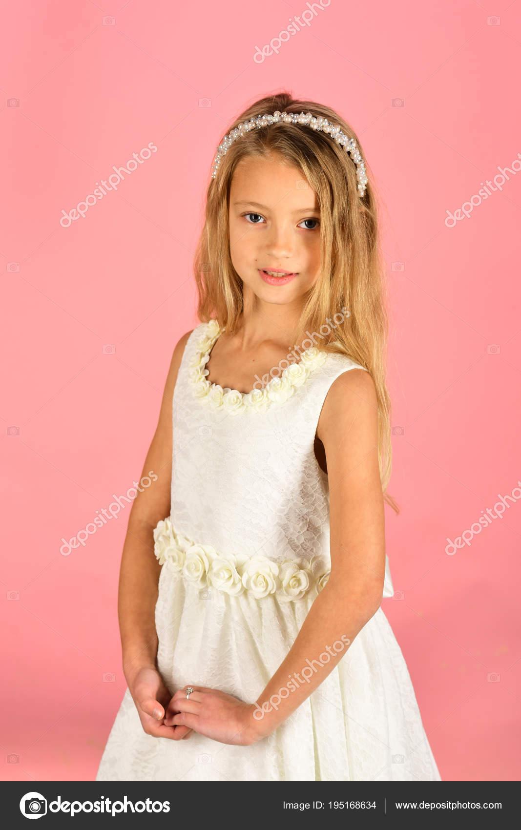 66cbb94a374 Маленькая девочка в модные платья