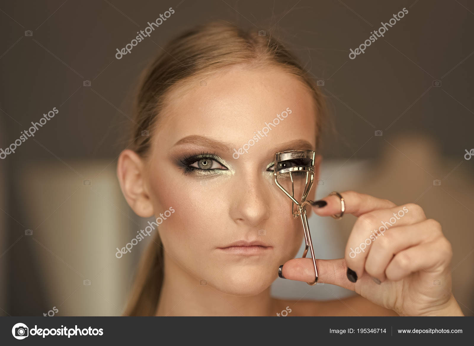 Woman Use Eyelash Curler For Eye Makeup Woman Curl Lashes With