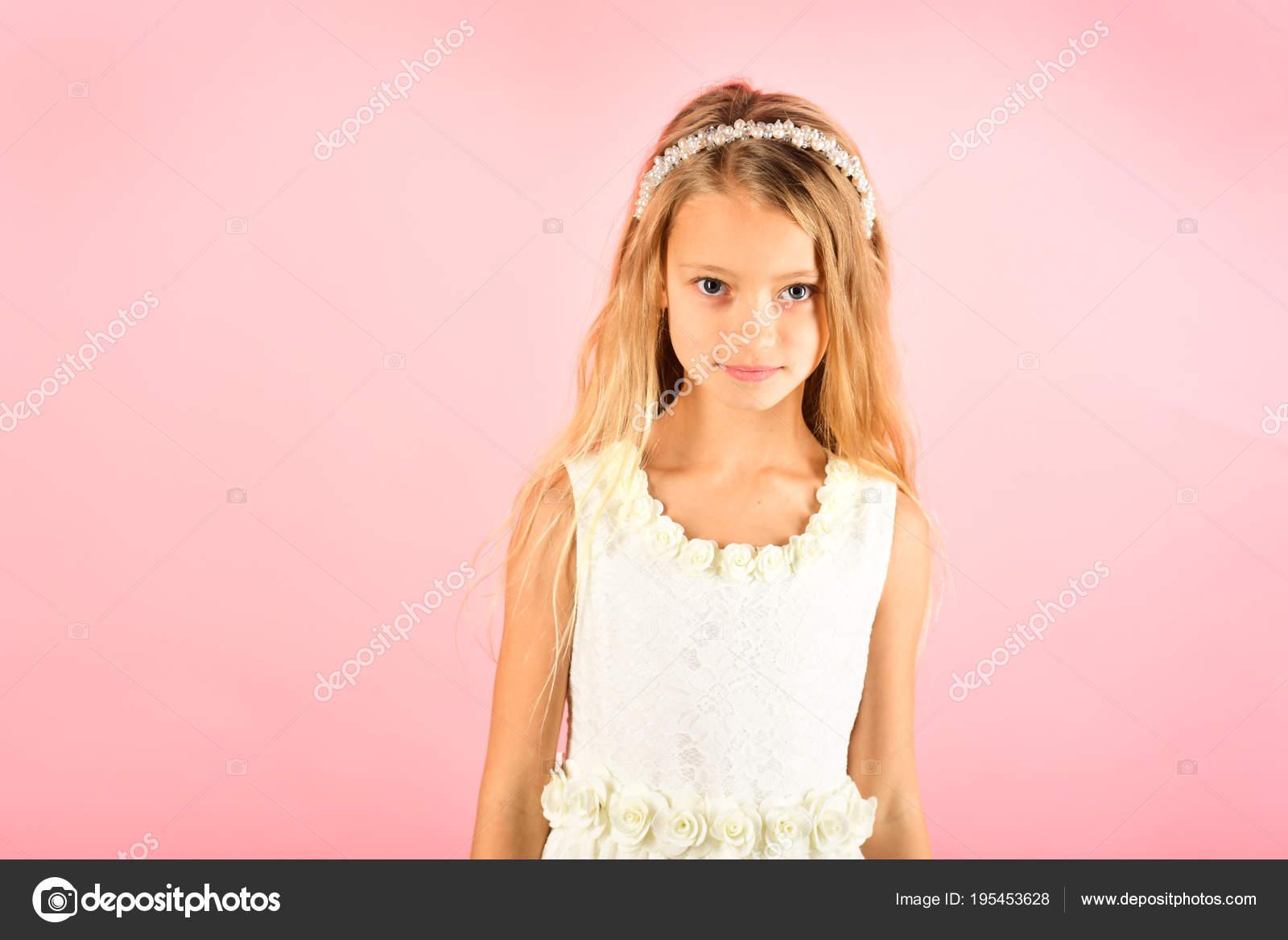 Kleines Mädchen in modische Kleidung, Prom. Kind Mädchen im ...