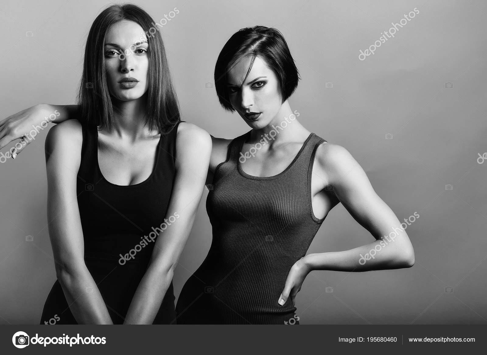 Сексуальные две гламурные девушки