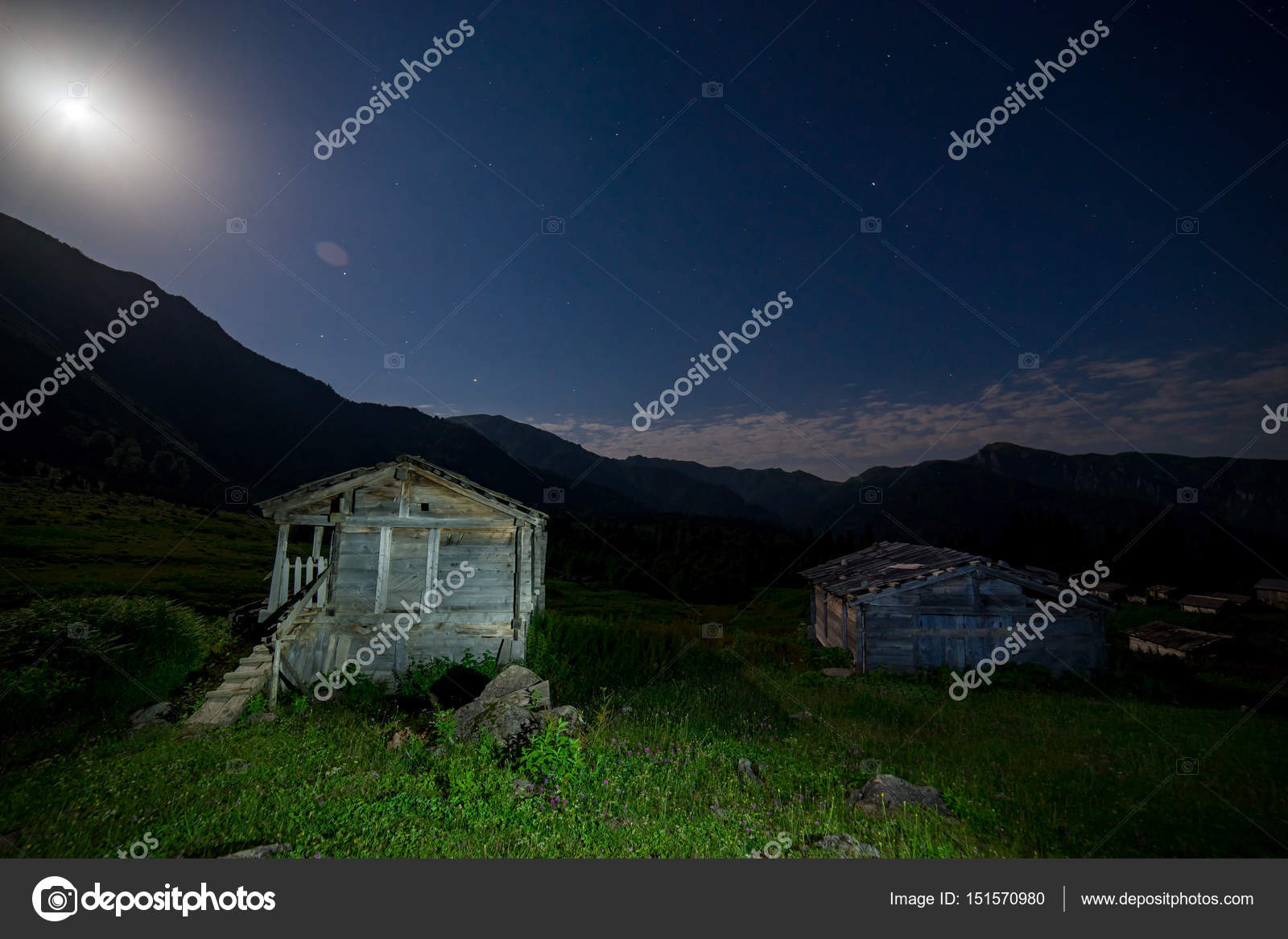Terk Edilmiş Bir Ahşap Kabin Içinde Kırsal Ar Yaratıcı ışık Boyama
