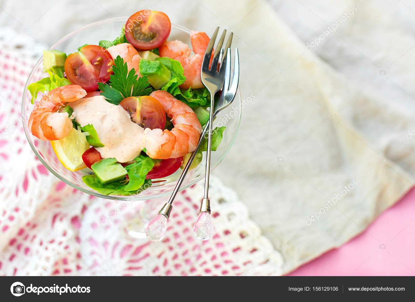 Ensalada De C Ctel De Gambas Con Aguacate Tomate Y Lechuga Foto  ~ Coctel De Aguacate Y Langostinos