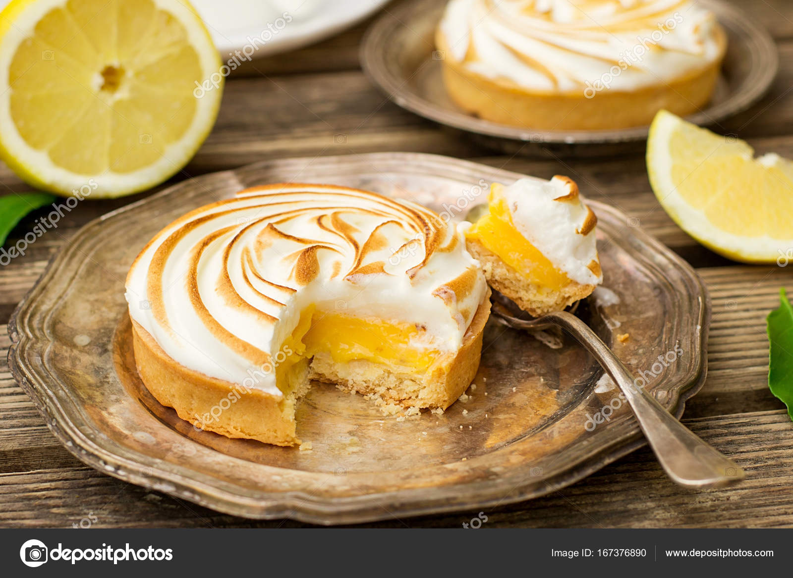 Mini Zitronen Baiser Kuchen Stockfoto C Larik Malasha 167376890