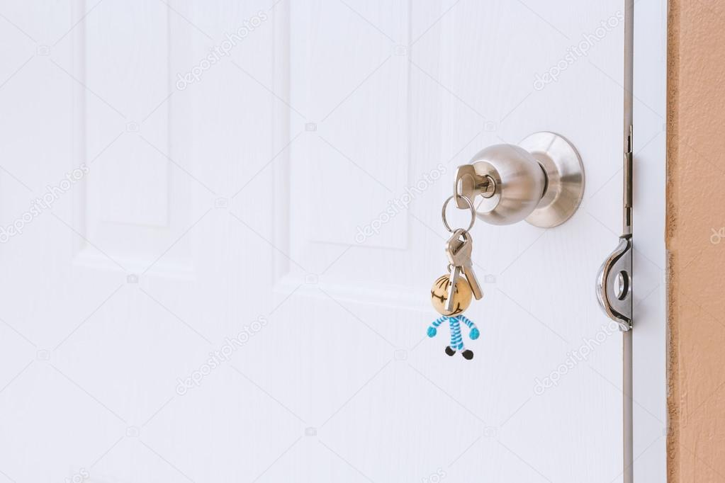 Borttappade nycklar bakgrund — Stockfotografi © jpkirakun  128150504 8d40aa8e193f7