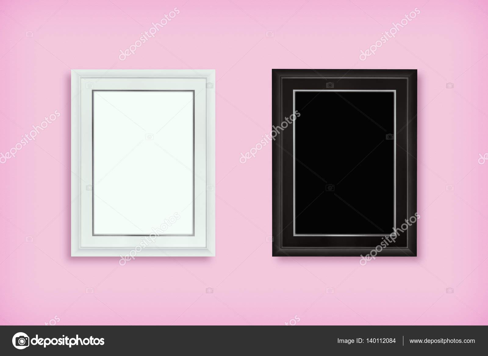 Marco de madera blanco y negro en la pared rosa — Foto de stock ...