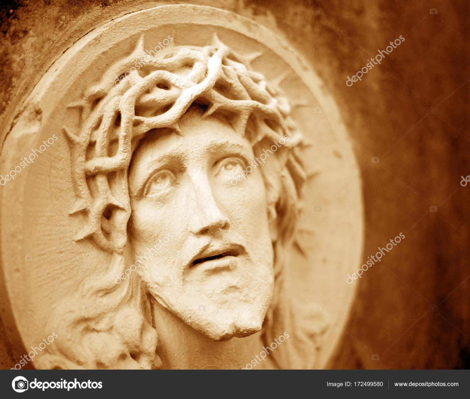 El Rostro De Jesucristo En Una Corona De Espinas Como Símbolo De Suf