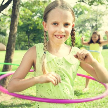 hildren play with hula hoops