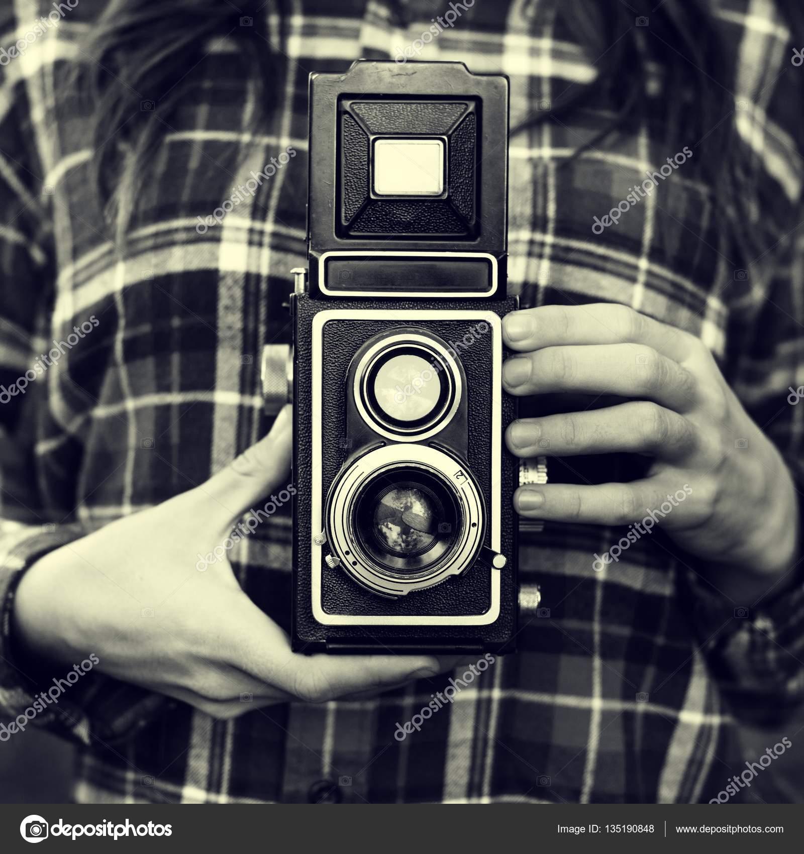 Fotograf Holding Kamera — Stockfoto © Rawpixel #135190848