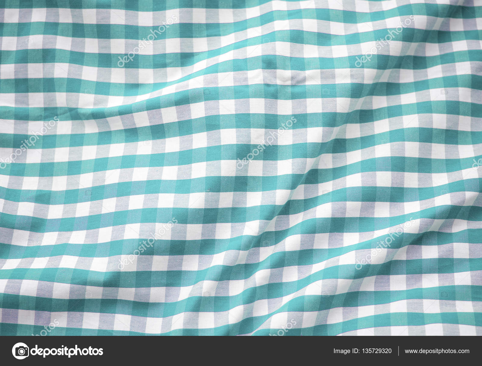 Green Checkered Tablecloth U2014 Stock Photo #135729320