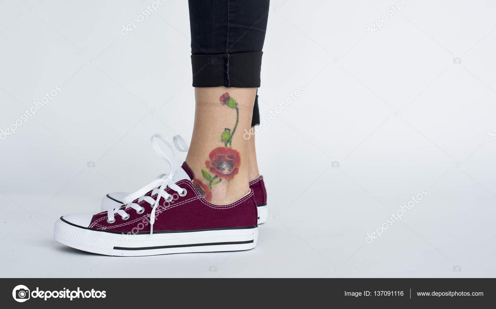 Blume Tattoo Am Knöchel Stockfoto Rawpixel 137091116
