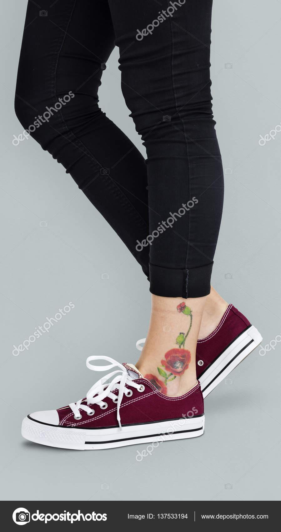 Kwiat Tatuaż Na Kostce Zdjęcie Stockowe Rawpixel 137533194