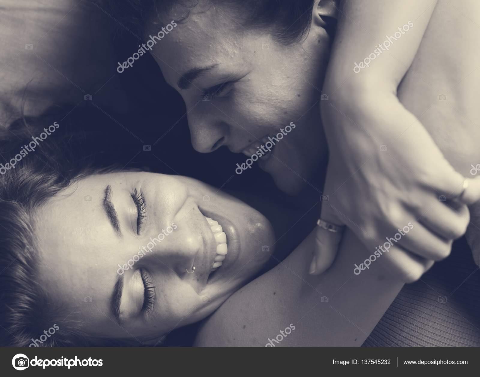 černé lesbičky líbání obrázků