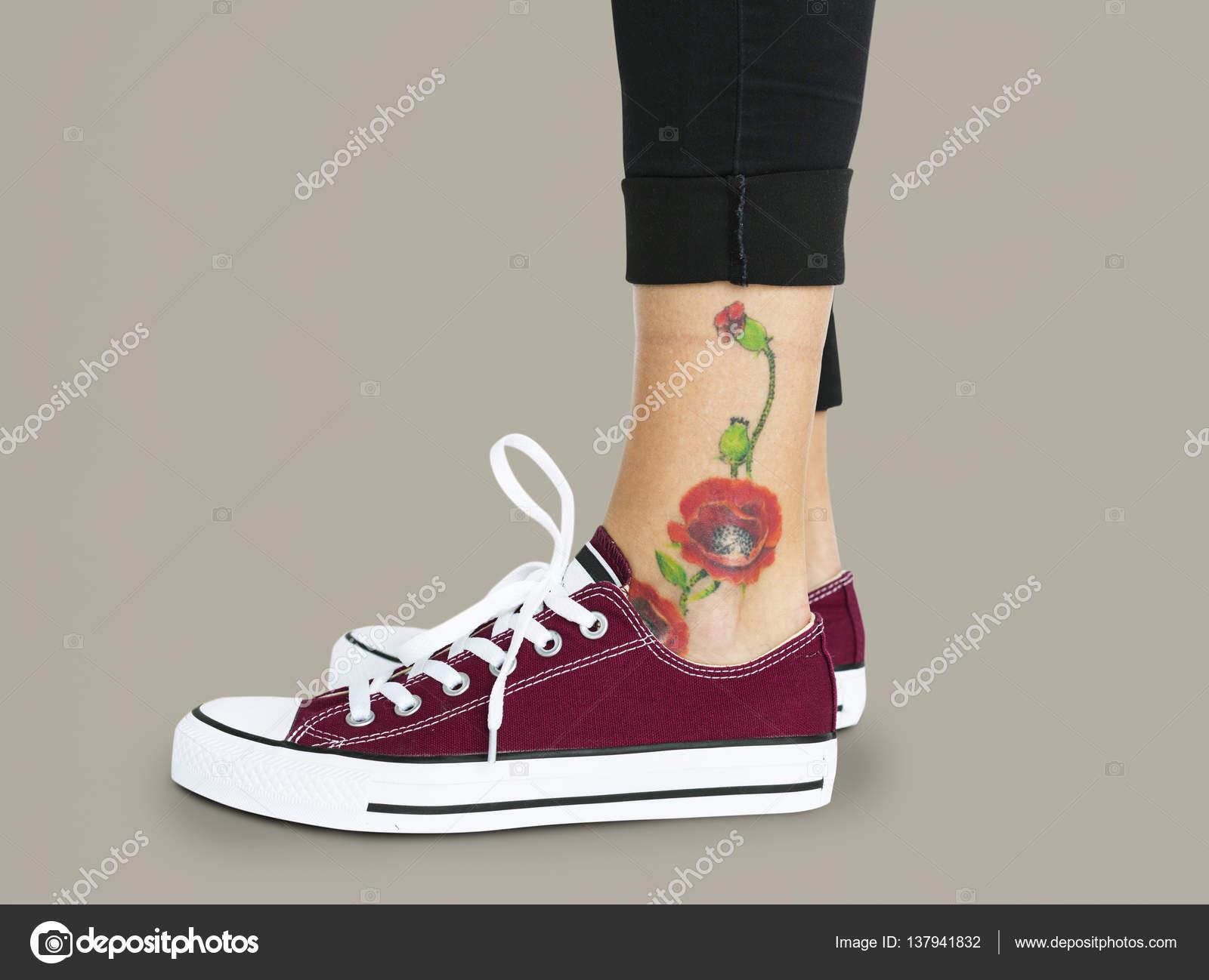 Blume Tattoo Am Knöchel Stockfoto Rawpixel 137941832