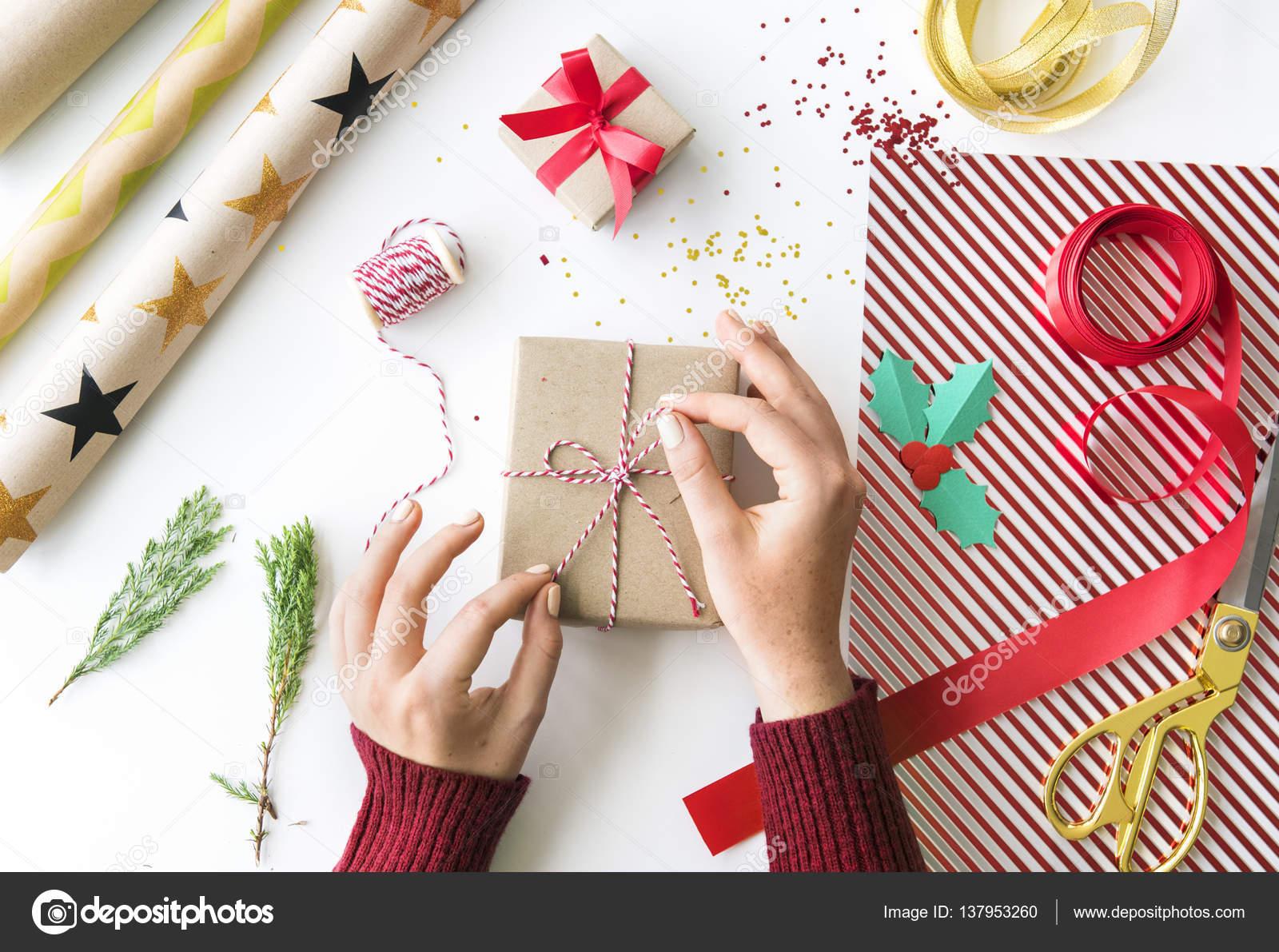 Frau Dekoration Weihnachtsgeschenk — Stockfoto © Rawpixel #137953260