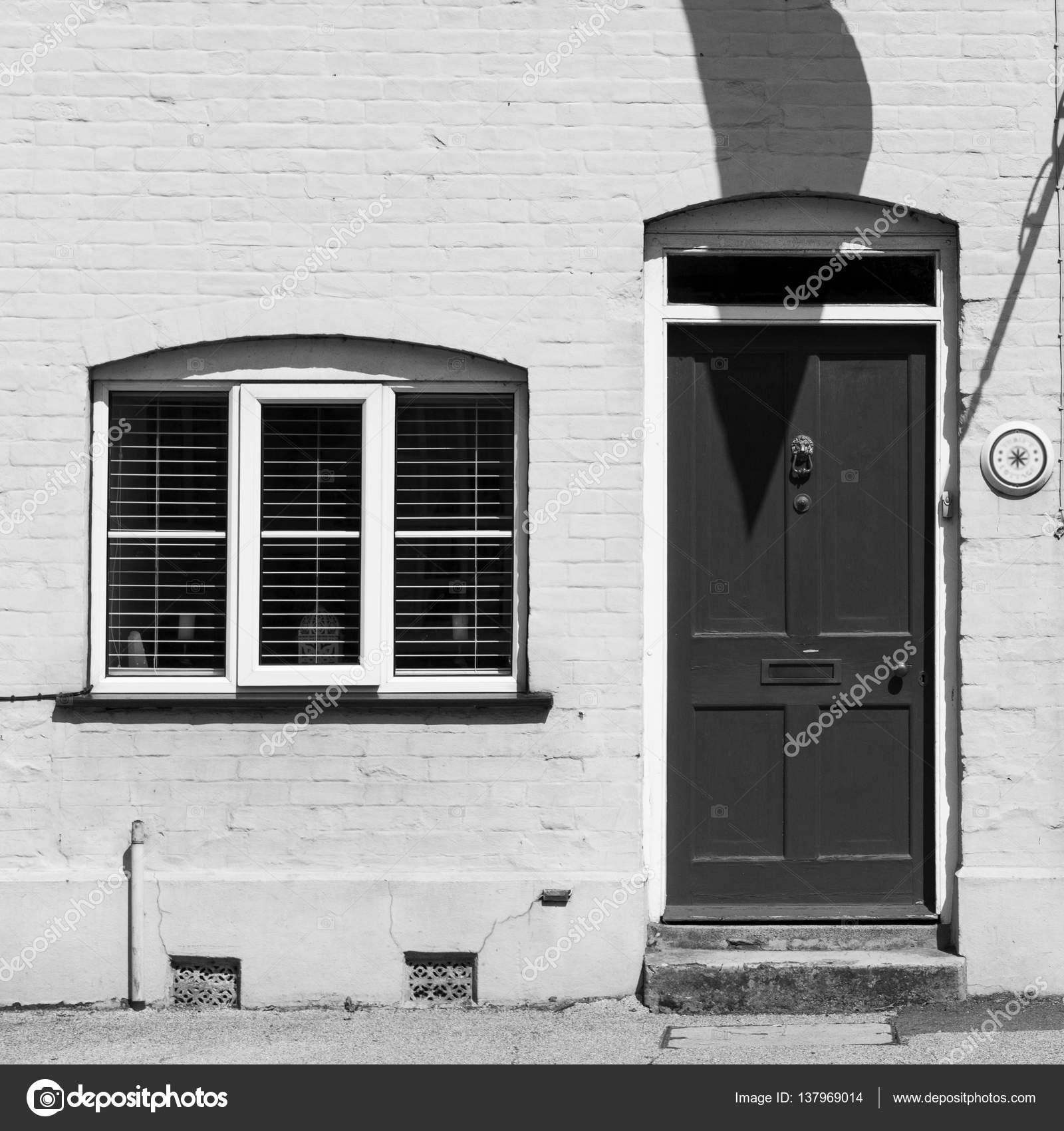 Yorum: kapı, pencere, ev