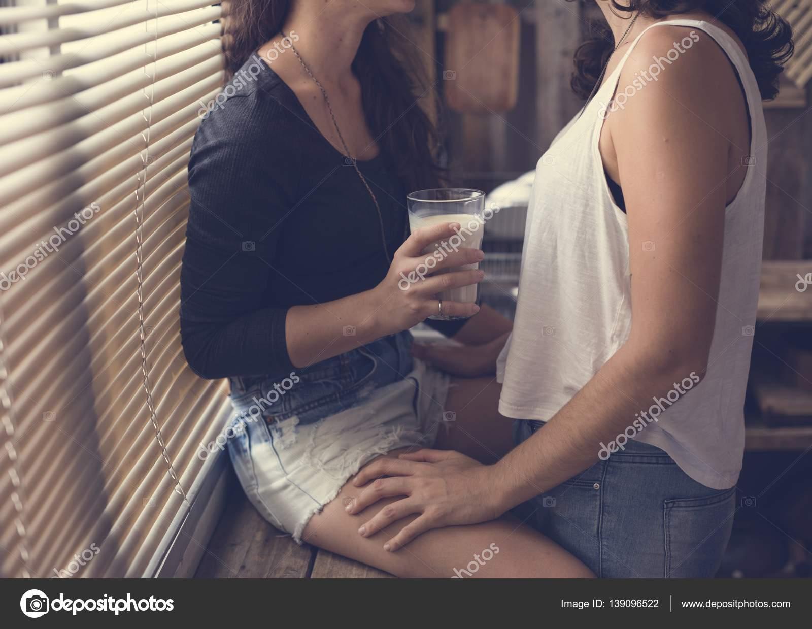 lesbische verleiden een ander meisje