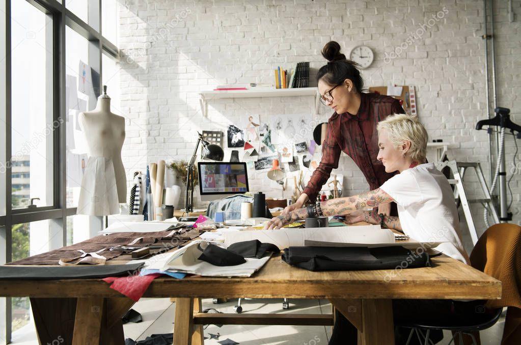 kind fashion designer creations - HD1700×1127